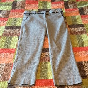 Maurices black & white patterned Capri dress pants